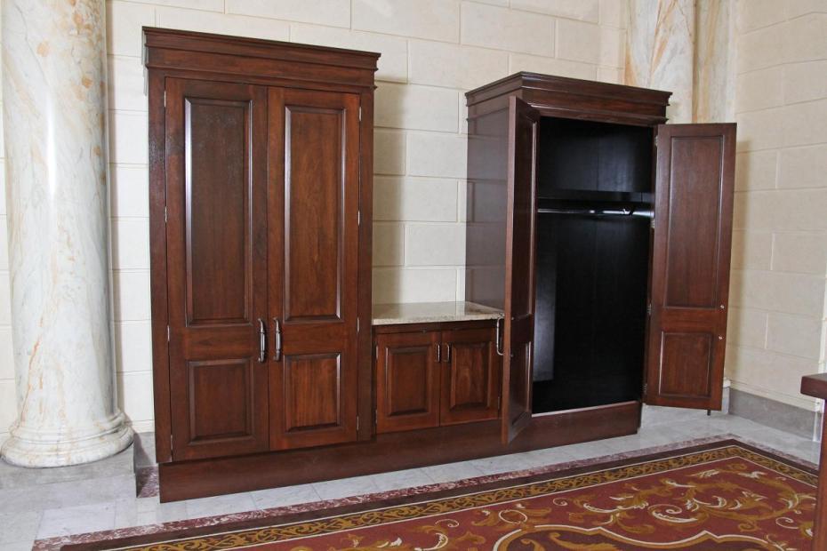 Jefferson Coat Closets